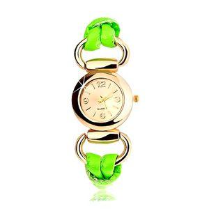 Analogowy zegarek, ogrągły cyferblat złotego koloru, lateksowy zielony pasek