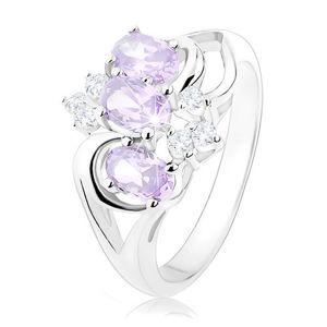 Błyszczący pierścionek srebrnego koloru, jasnofioletowe owale, przezroczyste cyrkonie - Rozmiar : 49