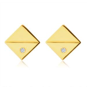 Diamentowe kolczyki z żółtego 14K złota - kwadraty z ukośnymi rowkami, brylanty