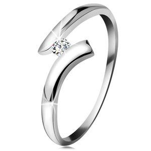 Diamentowy pierścionek z białego 14K złota - błyszczący bezbarwny brylant, lśniące zagięte ramiona - Rozmiar : 53
