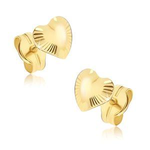 Lśniące złote kolczyki 585 - asymetryczne serduszka, promieniste rowki