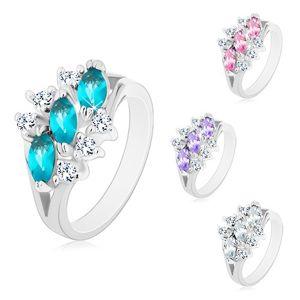 Lśniący pierścionek w srebrnym odcieniu, trzy cyrkoniowe ziarnka, bezbarwne cyrkonie - Rozmiar : 55, Kolor: Przeźroczysty