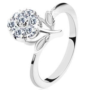 Pierścionek w srebrnym odcieniu, wąskie ramiona, błyszczący cyrkoniowy kwiat bezbarwnego koloru - Rozmiar : 55