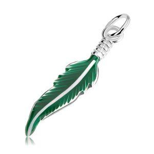 Srebrny wisiorek 925, grawerowane piórko pokryte zieloną emalią