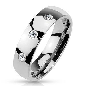 Stalowa obrączka srebrnego koloru, lśniąca gładka powierzchnia, trzy bezbarwne cyrkonie, 6 mm - Rozmiar : 58