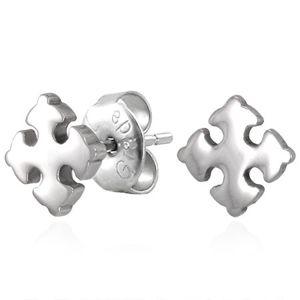 Stalowe kolczyki srebrnego koloru - lśniący kwiat lilii, wkręty
