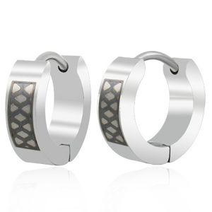 Stalowe kolczyki srebrnego koloru, krążki z czarnym wzorem w kratkę