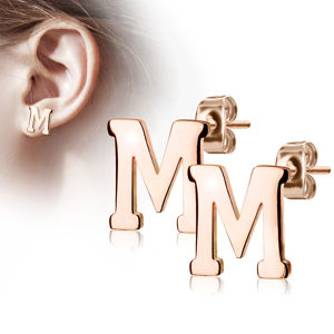 """Stalowe kolczyki w kolorze miedzi - litera alfabetu """"M"""", sztyfty"""