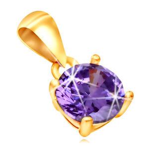 Złota zawieszka 585 - błyszcząca fioletowa cyrkonia w koszyczku z prostokątnymi wycięciami