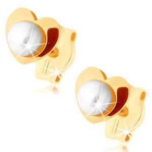Złote kolczyki 375 - błyszczące serduszko, biała perełka w środku