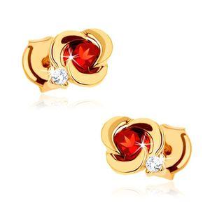 Złote kolczyki 375 - kwiat o gładkich płatkach z okrągłym czerwonym granatem